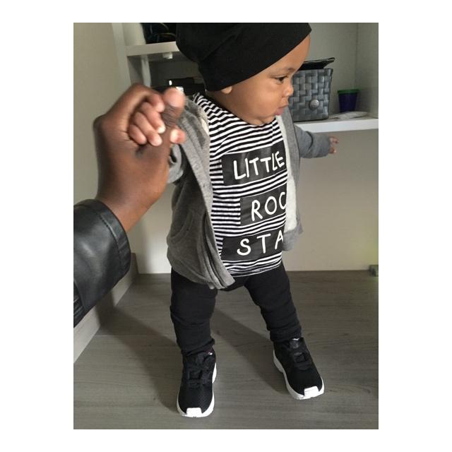E. En zijn outfit