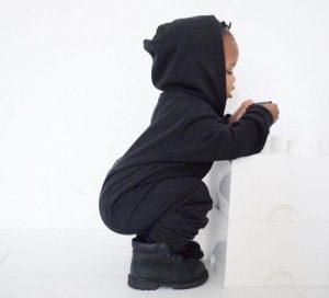 Zwarte kinderkleding